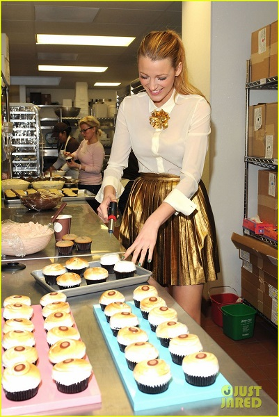 Blake Lively Introduces Her SMORES Charity Cupcake at Sprinkles