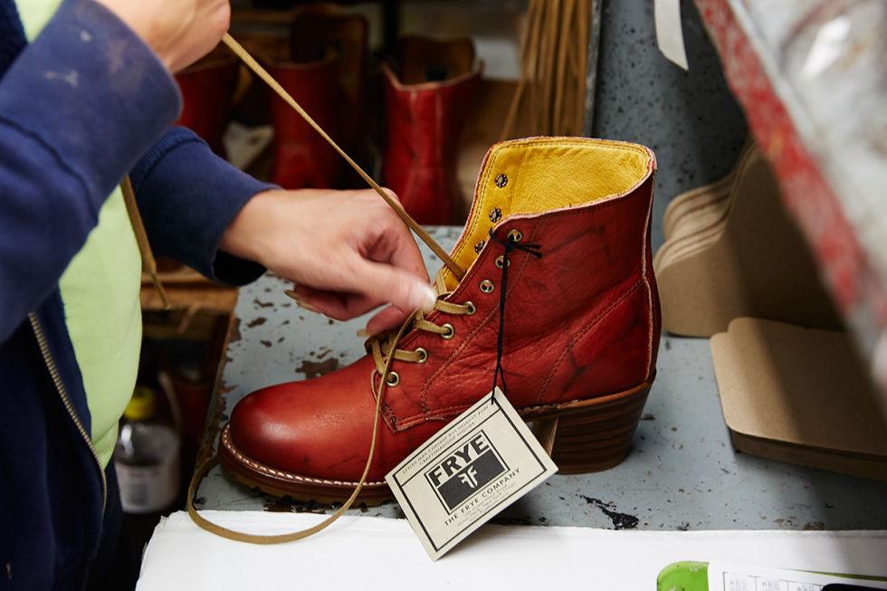 54ac598af2f1a_-_elle-10-frye-cowboy-boot